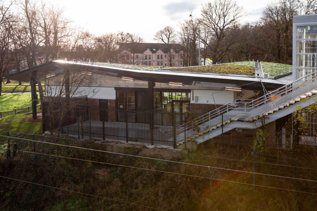 Vue de la gare rénovée