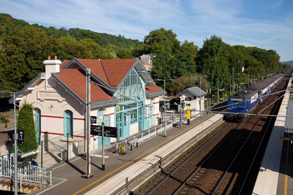 Vue de la gare et des quais rénovés