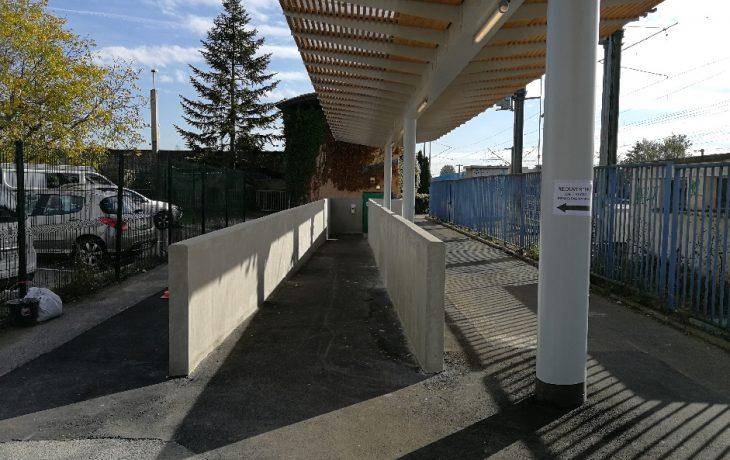 Accès secondaire rampe accès accessible