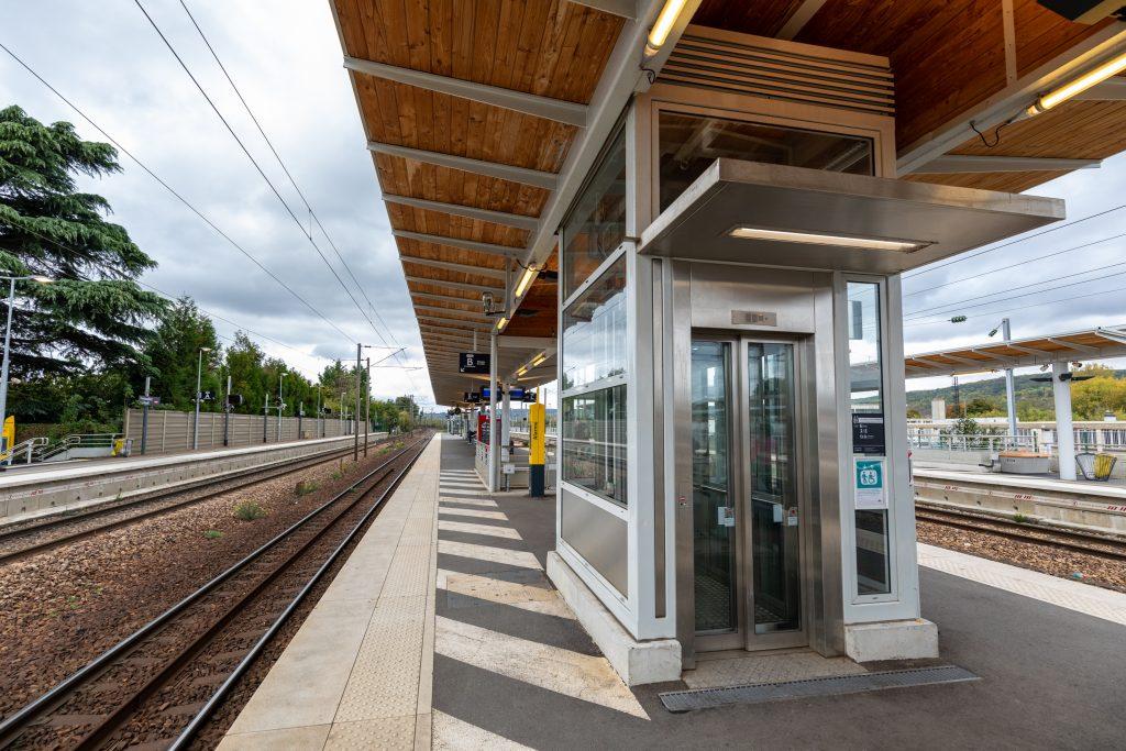 Gare accessible avec pose des ascenseurs