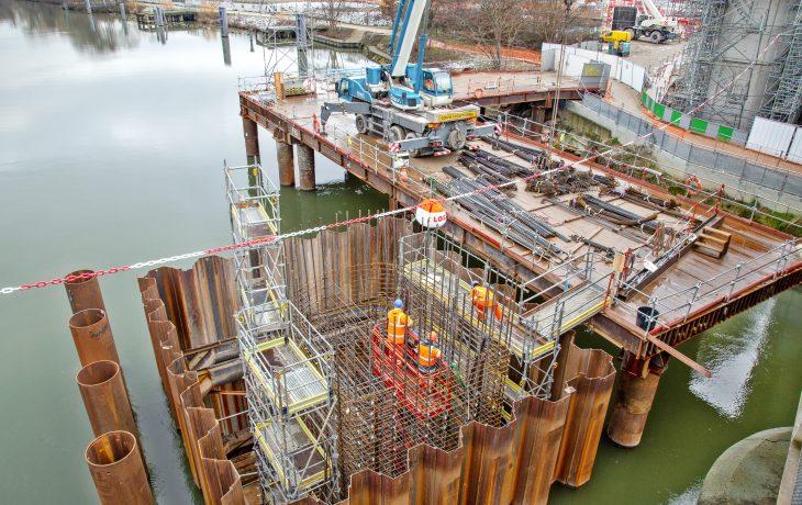 Saut-de-mouton de Bezons : création des piles du pont en Seine