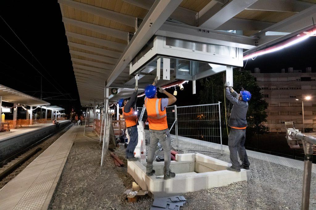 Grutage édicules au niveau de la gare de Les Mureaux