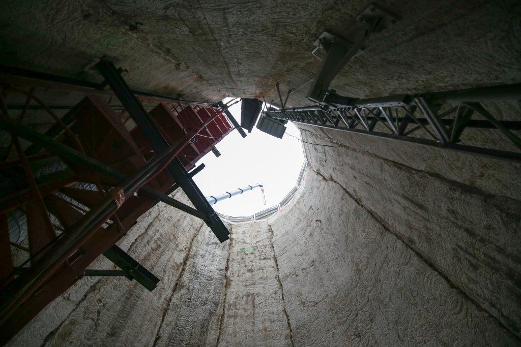 Vue depuis le fond du puits