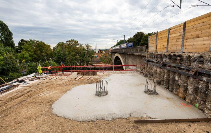 Fermeture accès à la ZI de la Vaucouleurs par l'Allée de la Chantereine pour l'élargissement  du pont rail