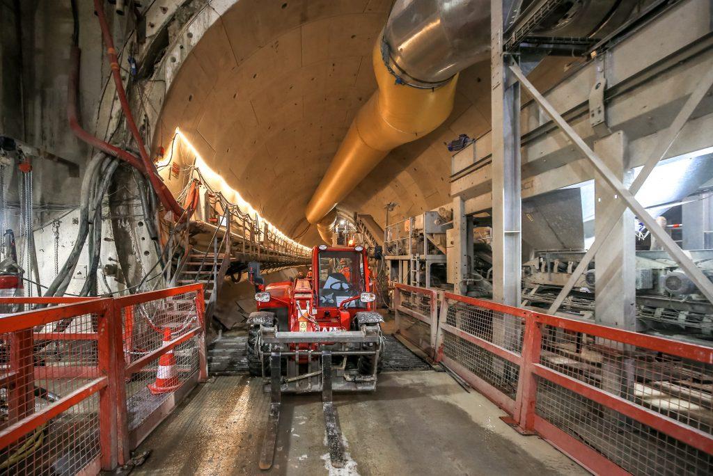 Tunnel au tunnelier depuis le puits est de l'avenue Gambetta à Courbevoie