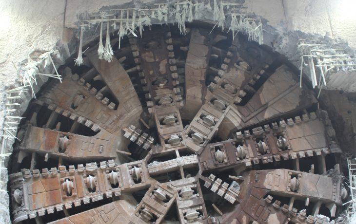 Les premiers tours de roue du tunnelier Virginie