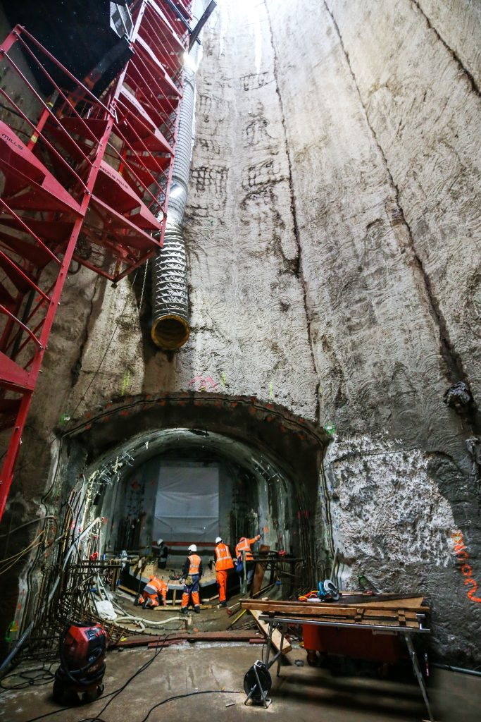 Réalisation du rameau, galerie qui reliera le puits d'accès secours au tunnel du RER E