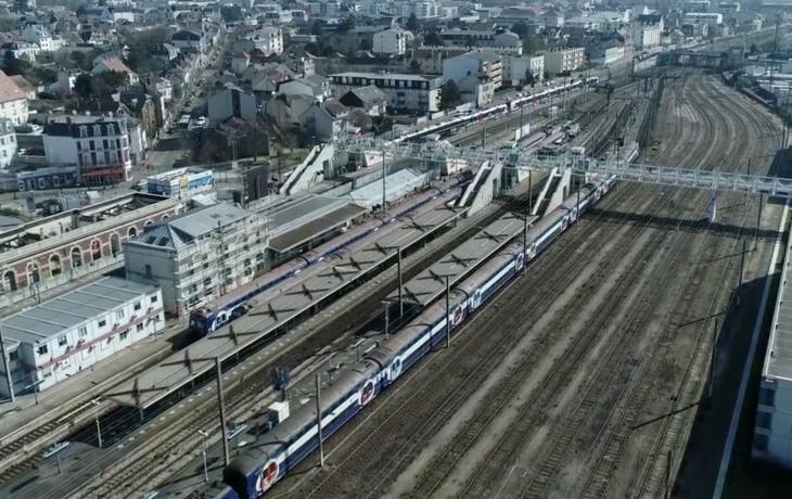 Travaux du bâtiment voyageurs gare de Mantes la Jolie en photos