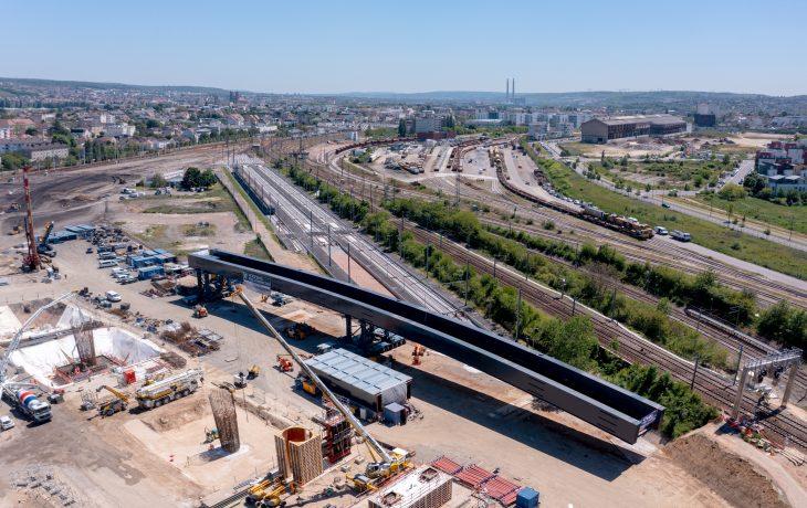 Pose du 1er tronçon de tablier du futur viaduc de Mantes le 1er juin