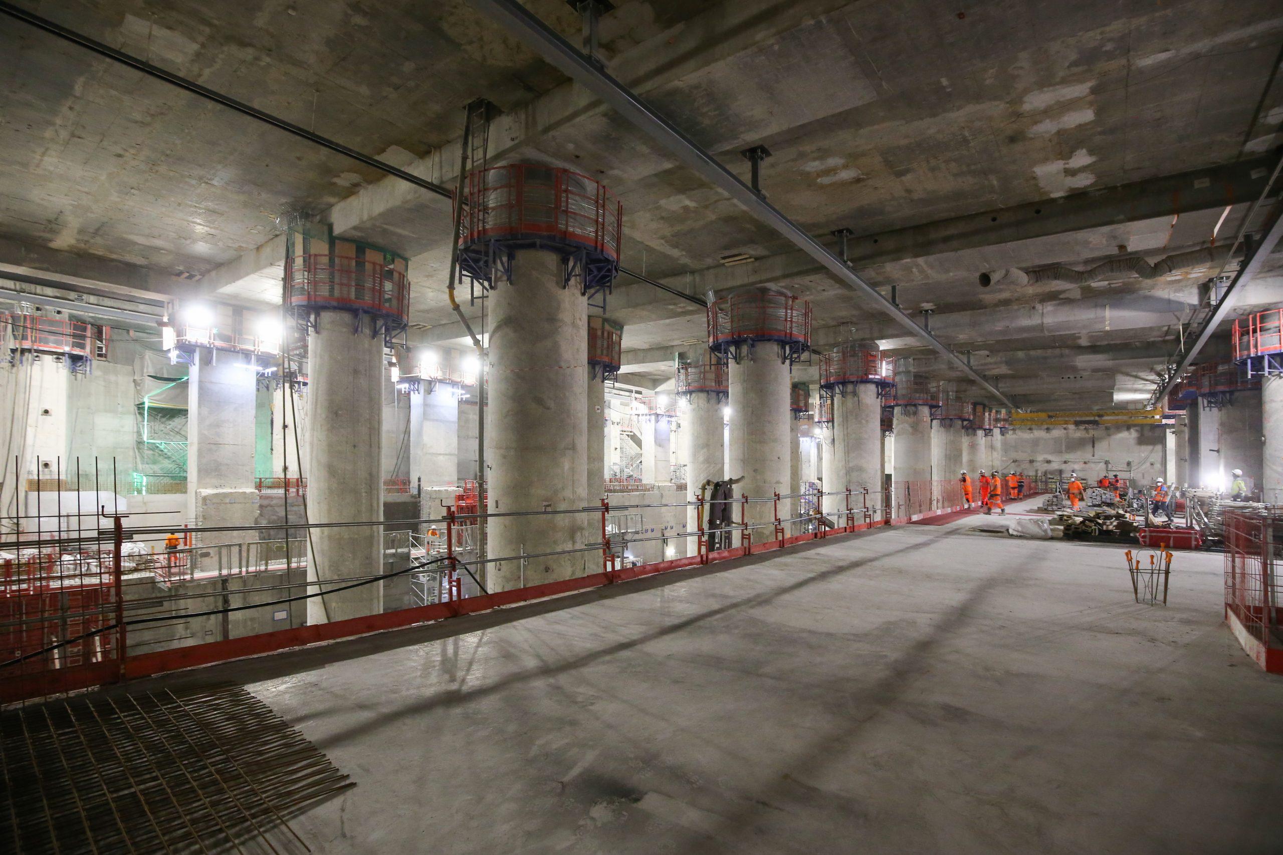 vue intérieure de la gare La Défense