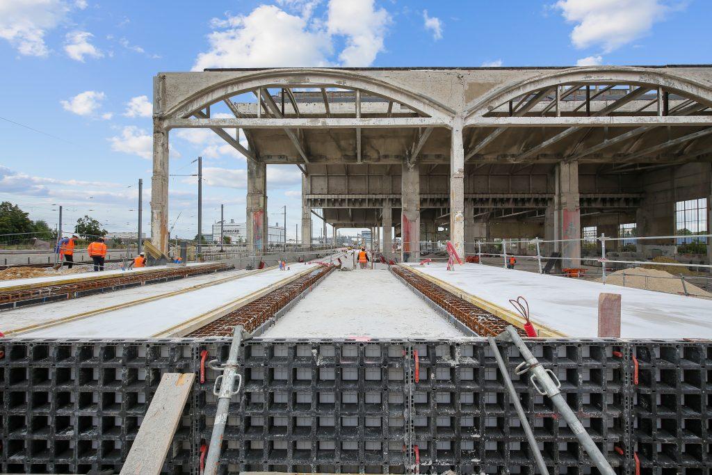 Vue des Halles ferroviaires en travaux